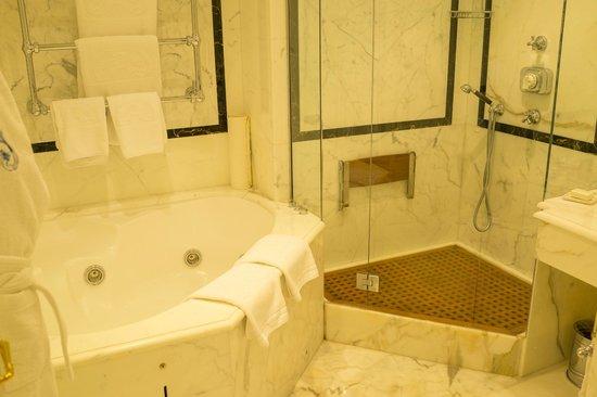 Le Sirenuse Hotel: Bathroom