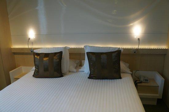 Ako Suite Hotel: кровать