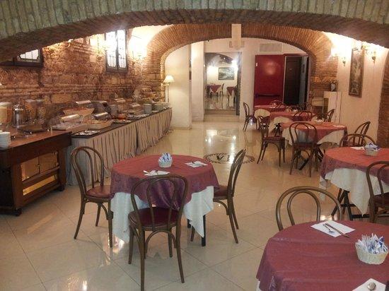 Exe Hotel Della Torre Argentina: Breakfast @ Della Torre Argentina