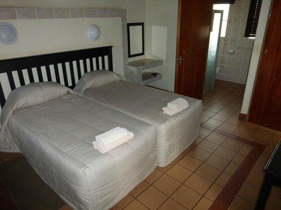 Lower Sabie Restcamp: Main bedroom