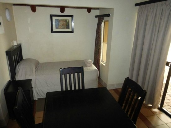 Lower Sabie Restcamp : 3rd bed in dining/ kitchen area