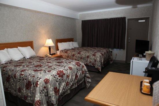 St. Jude Hotel: Two Queens Standard Room