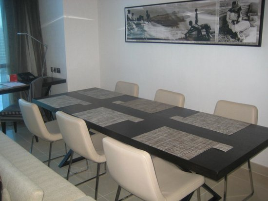 Jumeirah at Etihad Towers: 2 bed apart - dining area