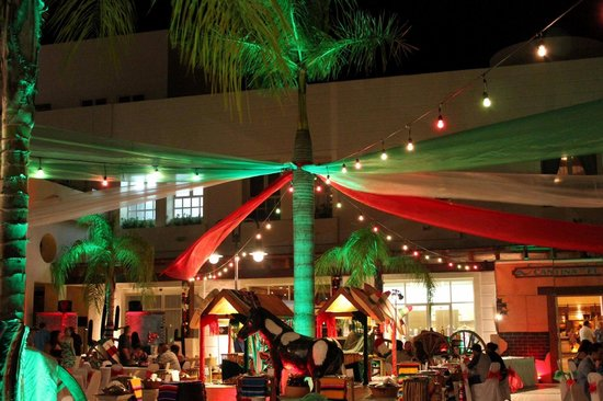 "Excellence Playa Mujeres: ""Mexican"" themed night at Kafe Kafe"