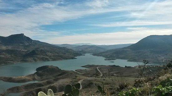 Casitas de la Sierra: Nearby village - Zahara