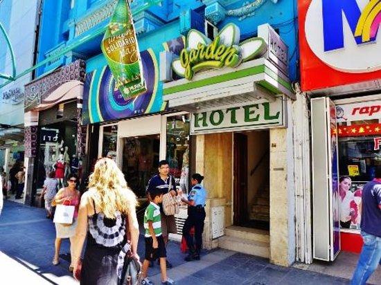 Garden Hotel : Street front
