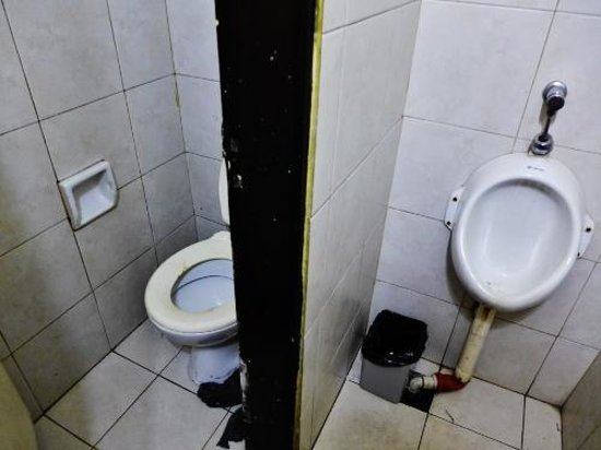 Garden Hotel : Toilets at the Real