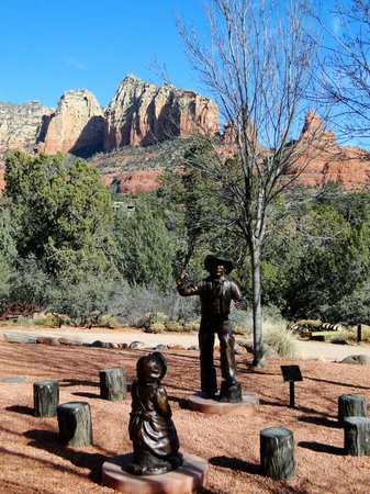 Sedona Heritage Museum: Sculpture and View
