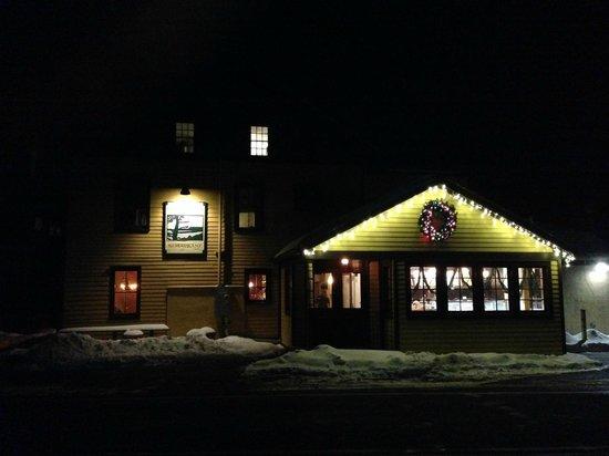 Gunk Haus Restaurant : Snowy Night at the Gunk Haus