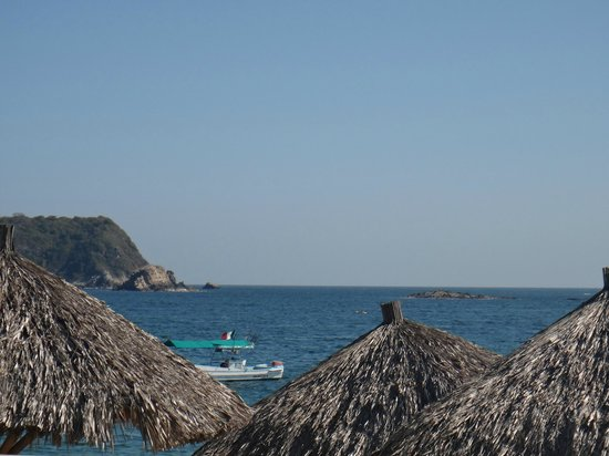 Dreams Huatulco Resort & Spa: view from pool