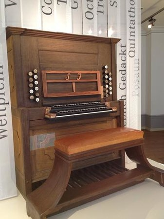 Bach-Museum: A very heavily reconstructed organ that Bach touched...