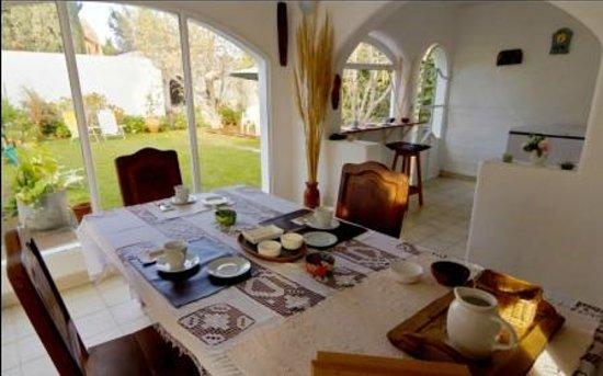 Casa de Mar Posada: Un calido y rico desayuno!!