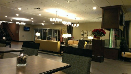 DoubleTree by Hilton Hotel Raleigh - Brownstone - University: Lobby restaurant