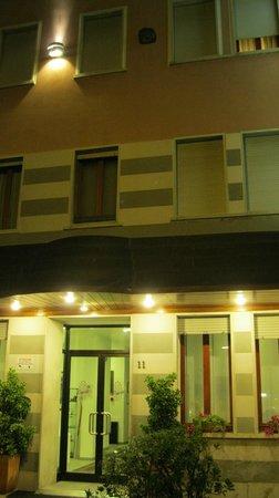 Hotel Paris: отель, мои окна