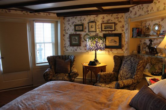 Land's End Inn: Wisteria Room