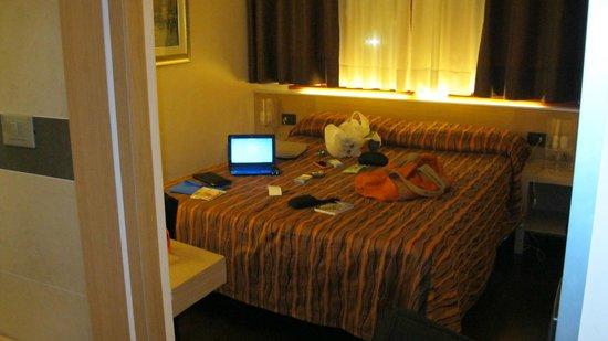 Hotel Paris: кровааааааааать