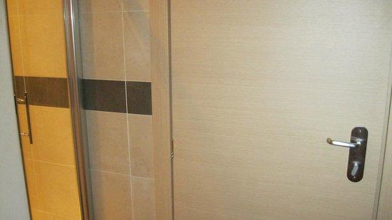 Hotel Paris: ))))))