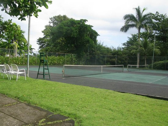 Goblin Hill Villas at San San: The tennis court