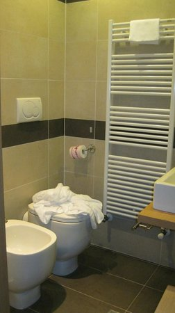 Hotel Paris: _))