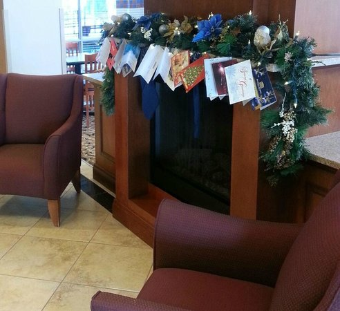 Kitchener Inn and Suites : Christmas Decorations in Hotel