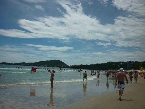 Bombas Beach : Vista del mar y los montes