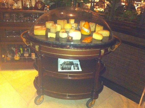 M.B Restaurant : Precioso carro de quesos