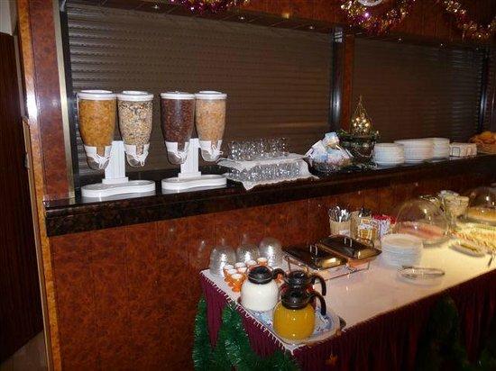 Hotel Adam: buffet petit déjeuner2
