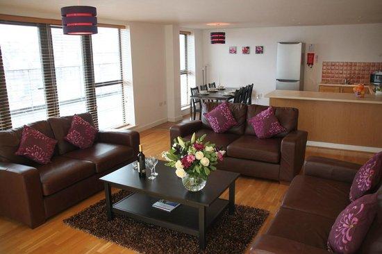 Base Serviced Apartments Duke Street: Living Room