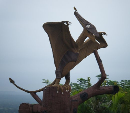 Cahal Pech Village Resort : The reefer-smoking teradactyl over the pool