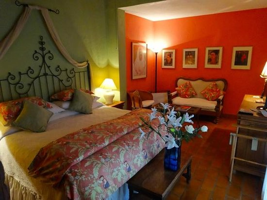 Casa Calderoni Bed and Breakfast: Frida Kahlo Room Update 2