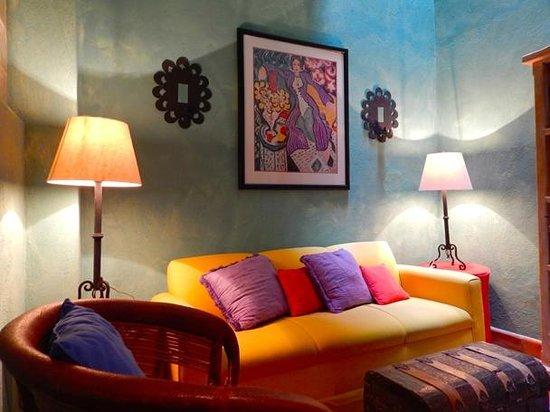 Casa Calderoni Bed and Breakfast : Henri Matisse Living Room Update Casa Calderoni has qualify the rooms.