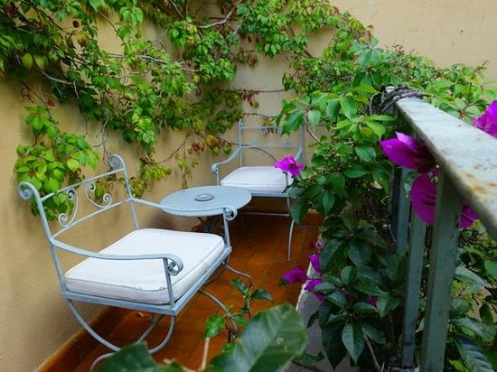 Casa Calderoni Bed and Breakfast : Pablo Picasso Balcony View Update Casa Calderoni has qualify the rooms.