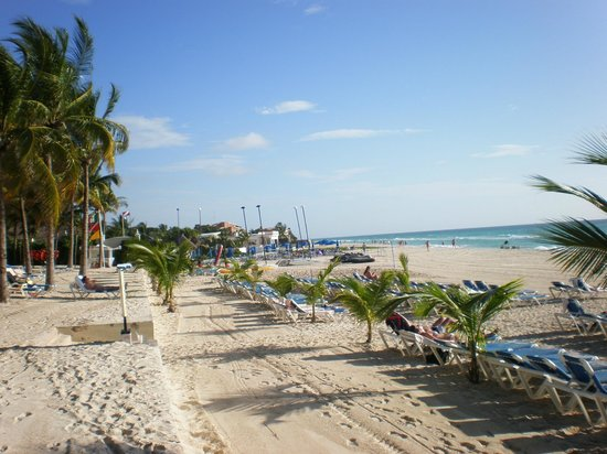Hotel Riu Palace Riviera Maya : Beach area in front of resort, lots of sun on last day there !