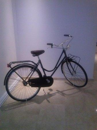 Eric Vökel Boutique Apartments - Atocha Suites: esta bicicleta nos dio la bienvenida