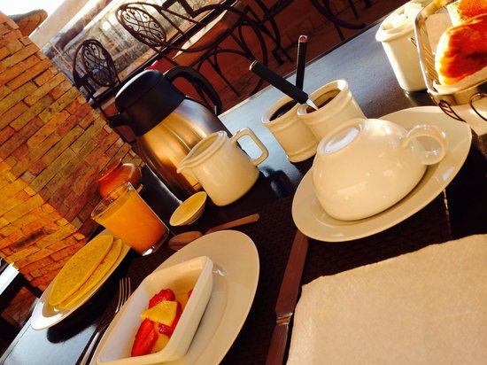 Riad Dar Beldia : 8 AM : Fresh orange juice, tea/coffee, pancakes, almond croissant, sliced fruit, bread, jam and