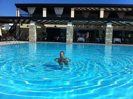 Island Blue Hotel: Quiet in the adult pool