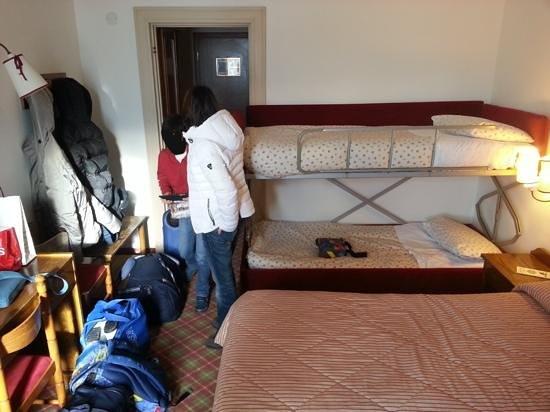 La camera 202: letto matrimoniale e letto a castello. - Picture of ...