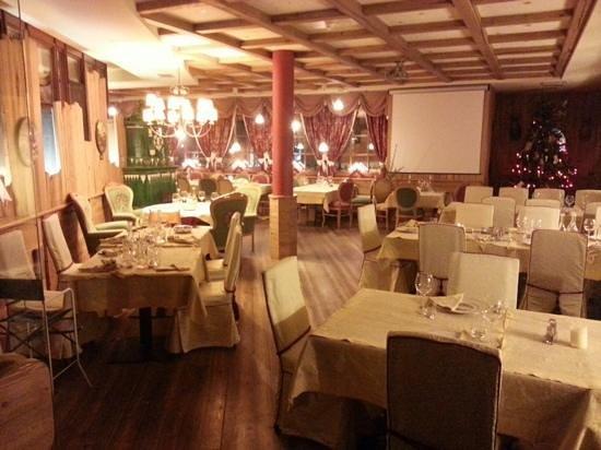 Una delle sale da pranzo. - Picture of Hotel Henriette, Male ...