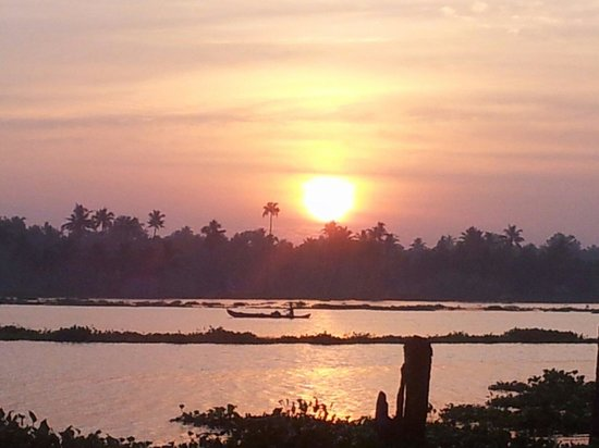 Emarald Pristine Island Floating Resort: Sunrise from our room....