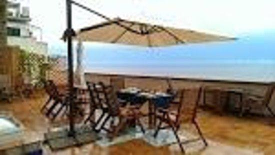 Il Porticciolo di Amalfi: Breakfast on Terrace