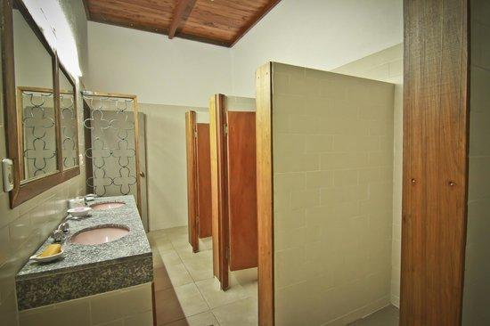Hostel Punta Ballena Bar: Baños