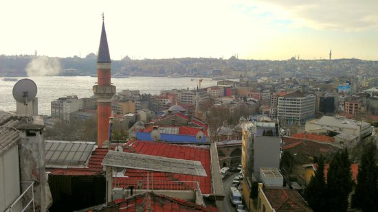 Witt Istanbul Suites: Looking at the golden horn & old city