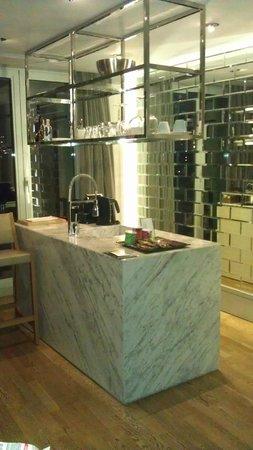 Witt Istanbul Suites: Kitchen area at night - lovely nespresso machine too!