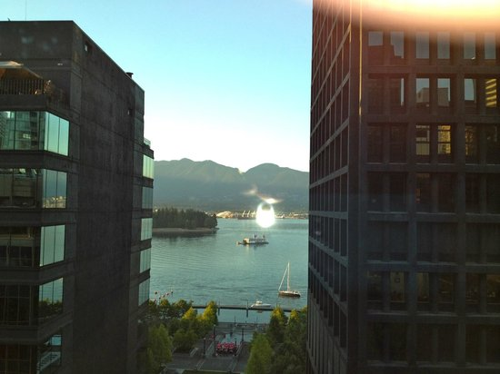 Coast Coal Harbour Hotel by APA: Oh, the harbor view, nice.