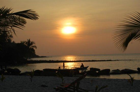 Suanya Kohkood Resort & Spa: tramonto dalla spiaggia