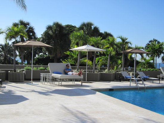 Sheraton Santo Domingo Hotel: Pool Lounge Chairs