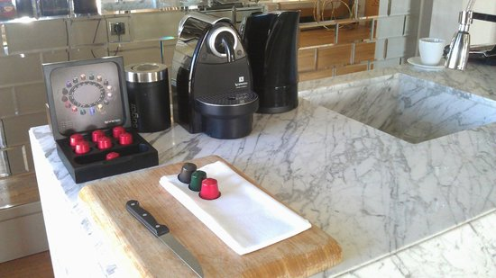 Witt Istanbul Suites: Nespresso - my favorite touch in the room.