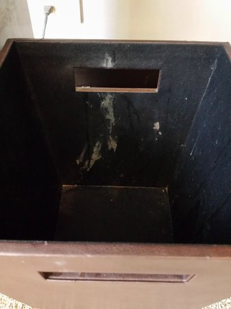 Chatrium Hotel Riverside Bangkok: Abfalleimer Schreibtisch