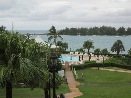 Grotto Bay Beach Resort & Spa : OVERLOOKING POOL AND BEACH
