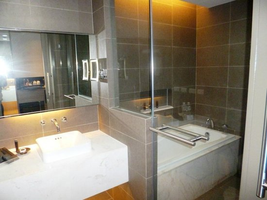 Best Western Premier Sukhumvit: Bathroom